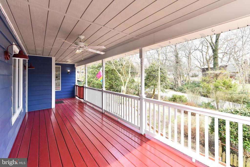 Porch gate keeps children and pets close by - 4104 DUNCAN DR, ANNANDALE