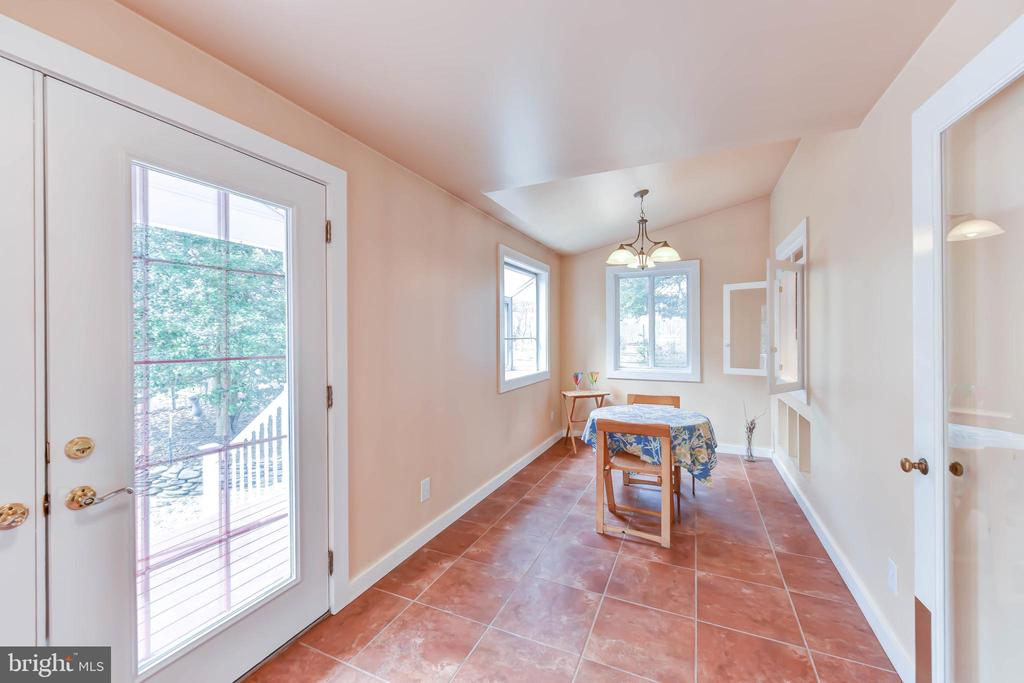 Breakfast room addition with garden window - 4104 DUNCAN DR, ANNANDALE