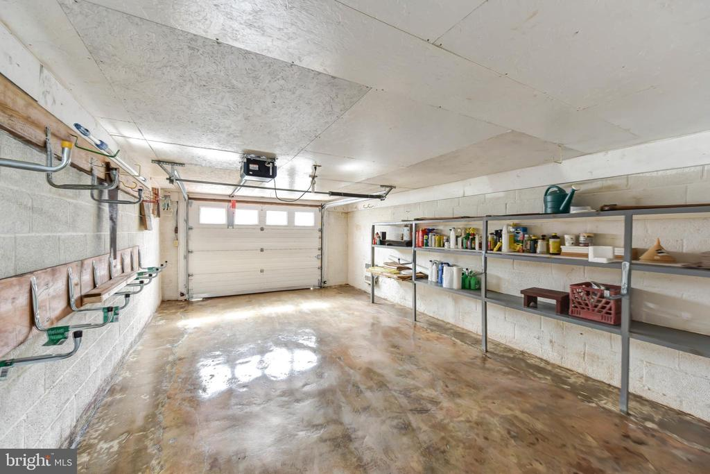 Garage with newer door & opener - 4104 DUNCAN DR, ANNANDALE