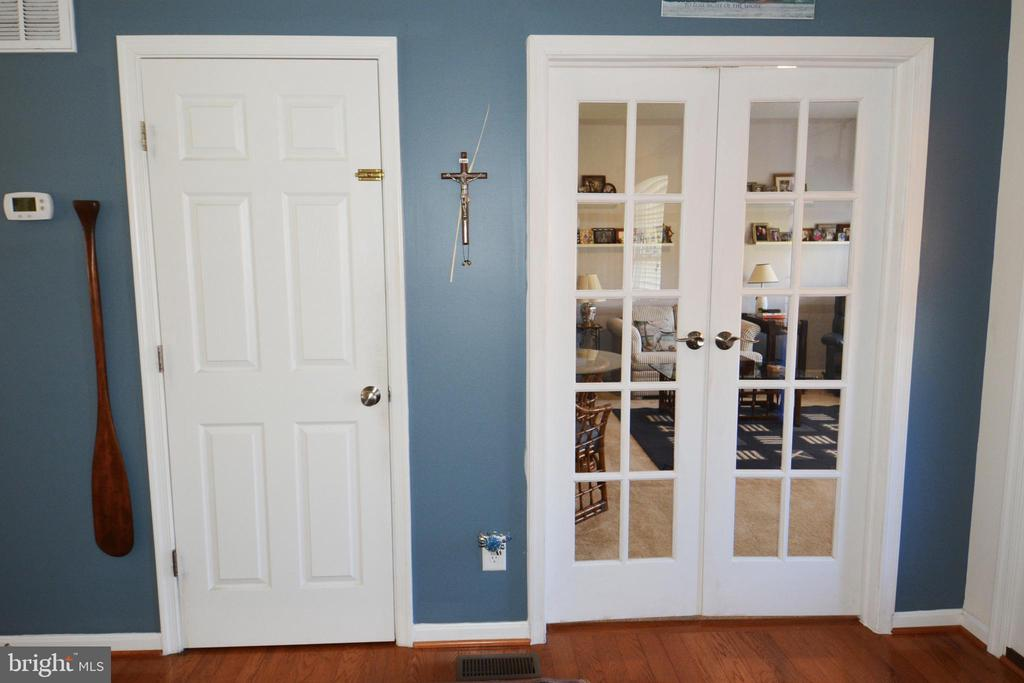 Main level LR w/ french doors and connect stairs - 9416 EVERETTE CT, SPOTSYLVANIA