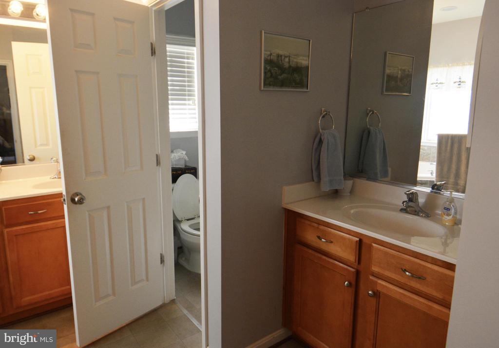 Master bath water closet - 9416 EVERETTE CT, SPOTSYLVANIA