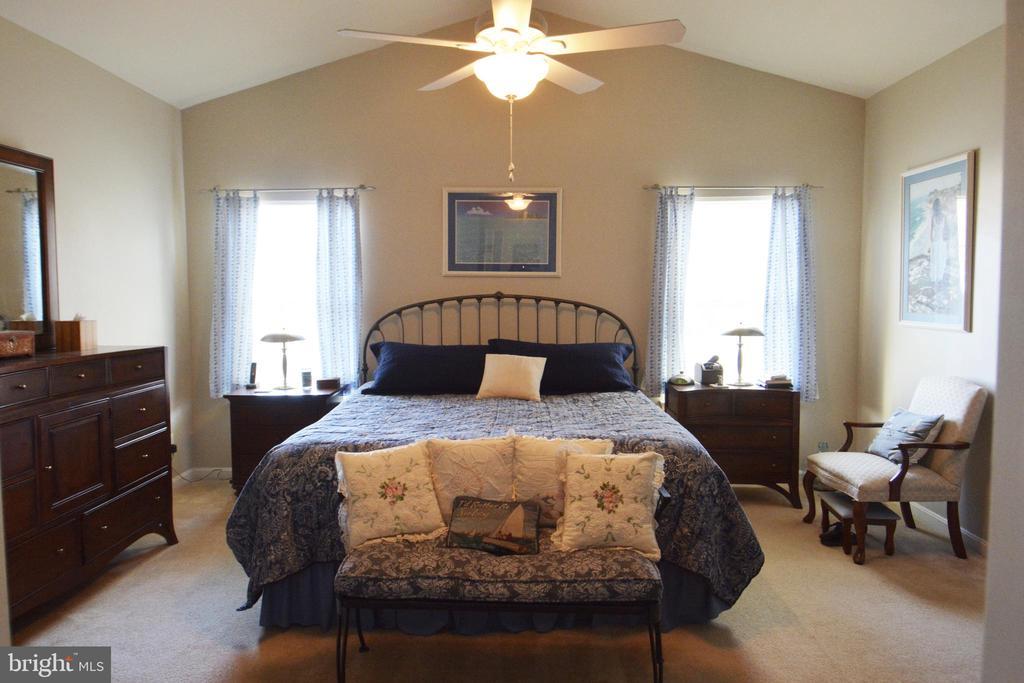 Main level master bedroom - 9416 EVERETTE CT, SPOTSYLVANIA