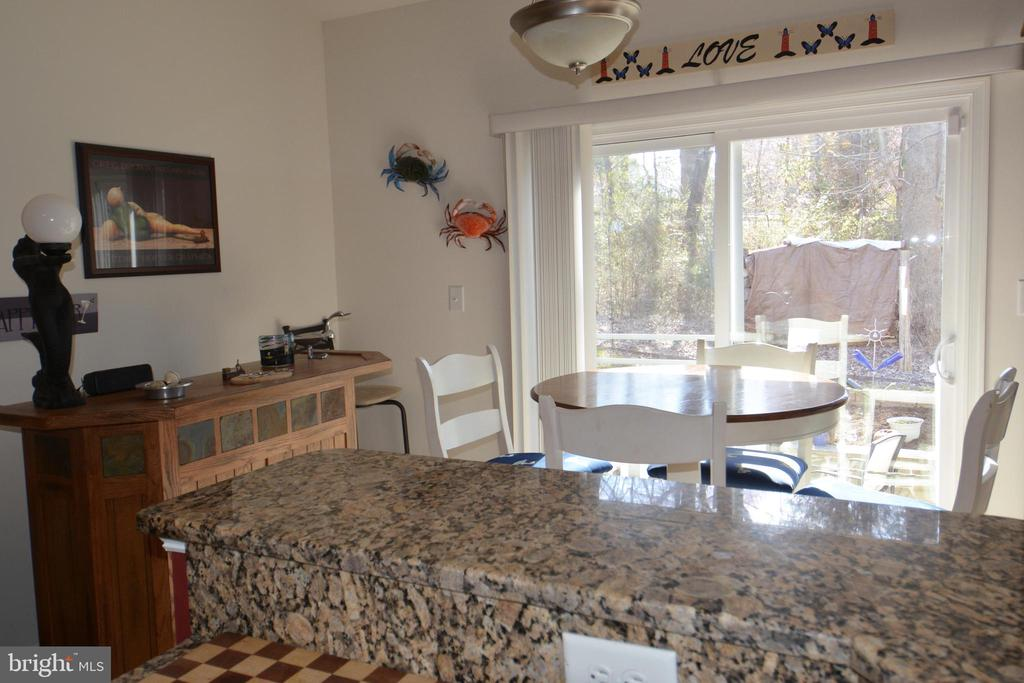 Main level eat in kitchen area - 9416 EVERETTE CT, SPOTSYLVANIA