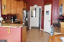 Main level kitchen with large pantry - 9416 EVERETTE CT, SPOTSYLVANIA