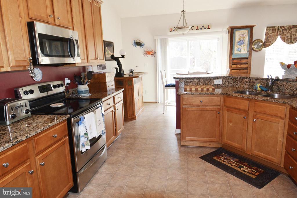 Main level kitchen - 9416 EVERETTE CT, SPOTSYLVANIA