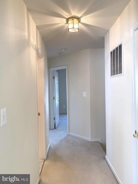 Upper Level Hallway - 1112 RESERVE CHAMPION DR, ROCKVILLE