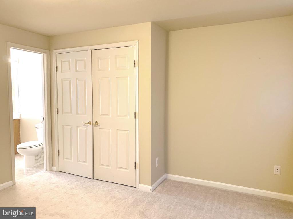 BR 4  has Dual Entry Bath Room - 1112 RESERVE CHAMPION DR, ROCKVILLE
