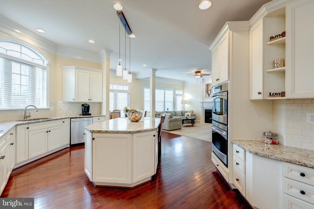Gourmet Kitchen - Plenty of Cabinets  For Storage - 43853 RIVERPOINT DR, LEESBURG