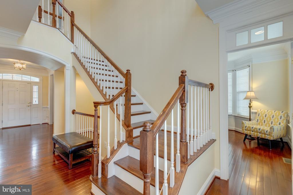 Enjoy!  Wood Floors Through Most Of The Main Level - 43853 RIVERPOINT DR, LEESBURG