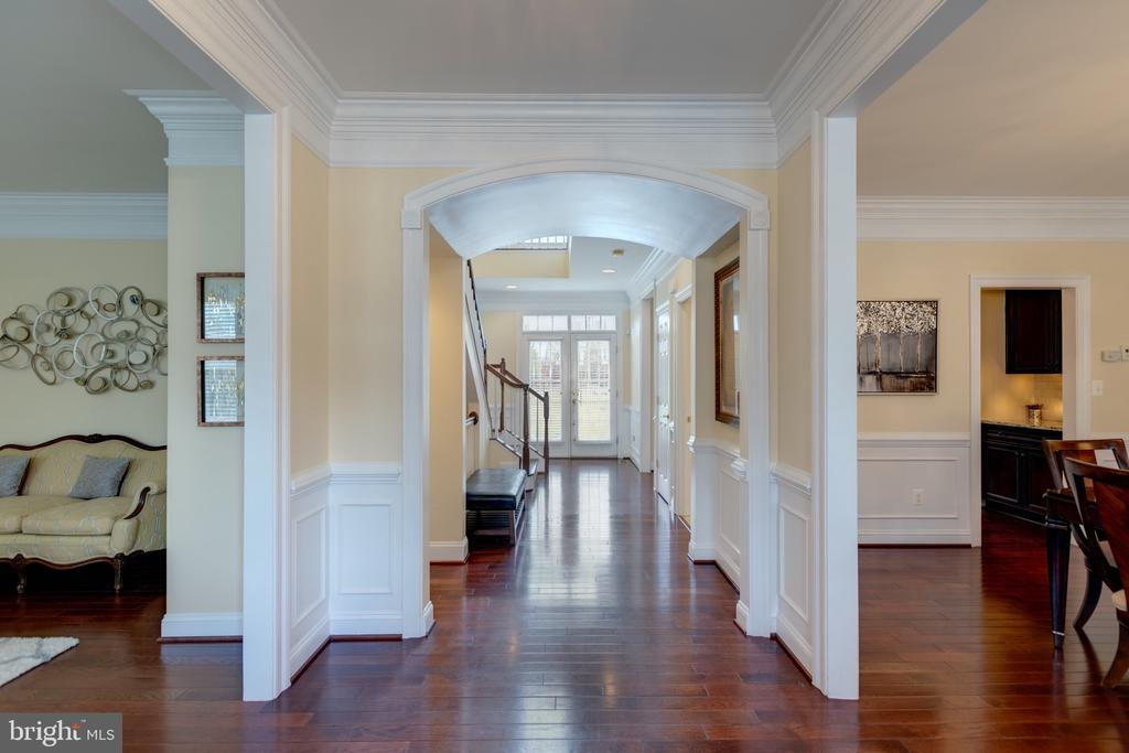 Main Foyer - Arched Entryway - 43853 RIVERPOINT DR, LEESBURG