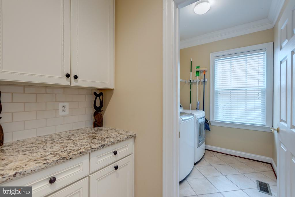 Mudd Area To Main Laundry Room - 43853 RIVERPOINT DR, LEESBURG