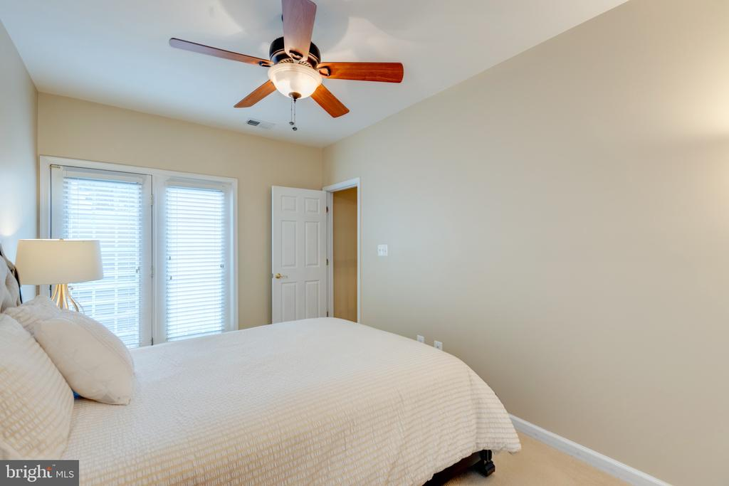 Lower Level Bedroom - 43853 RIVERPOINT DR, LEESBURG