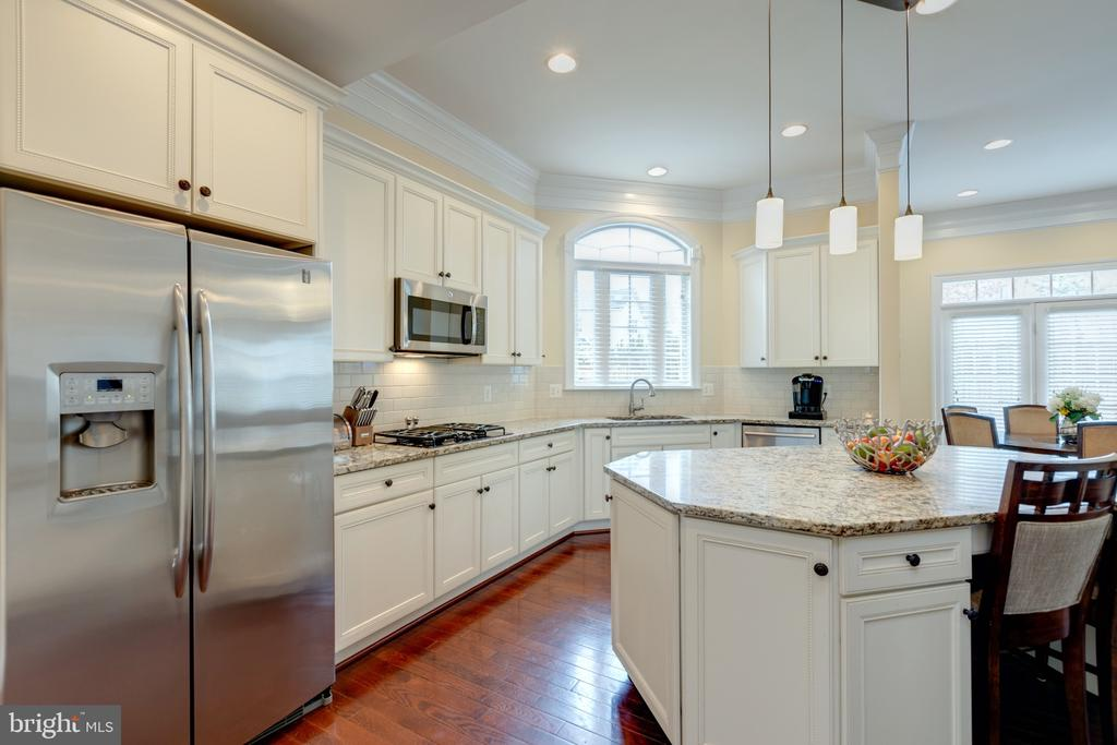 Stainless Steel Appliances - 43853 RIVERPOINT DR, LEESBURG