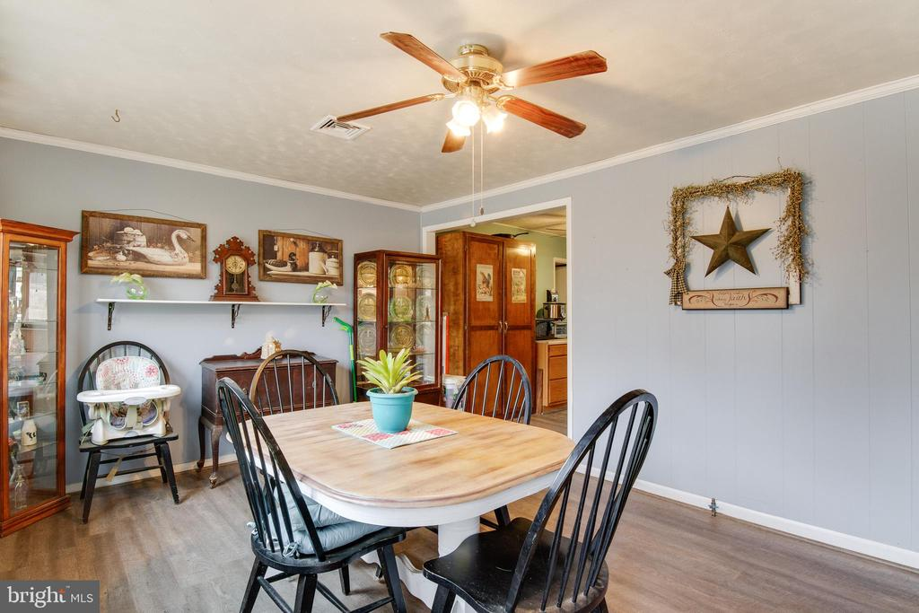 Ceiling fans in every room! - 28 BREEZY HILL DR, STAFFORD
