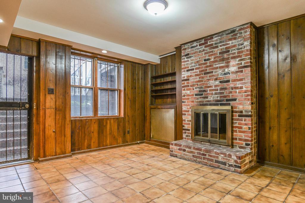 Apartment Living/Dining Room - 638 E CAPITOL ST NE, WASHINGTON