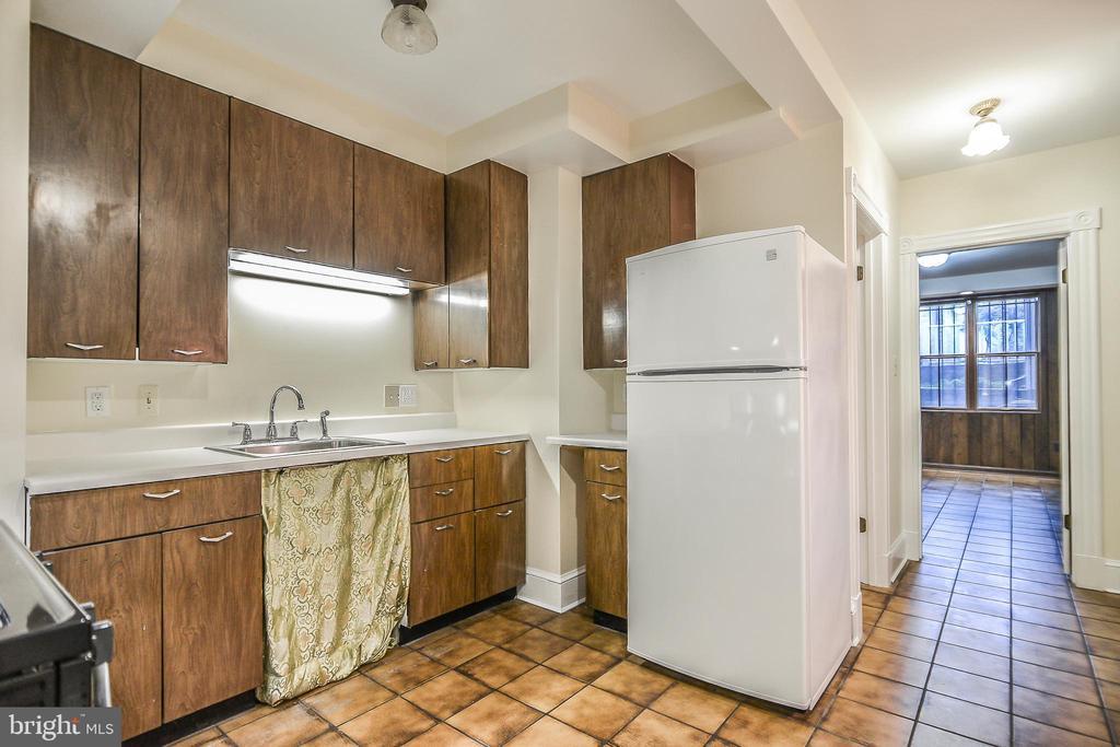 Apartment Kitchen - 638 E CAPITOL ST NE, WASHINGTON
