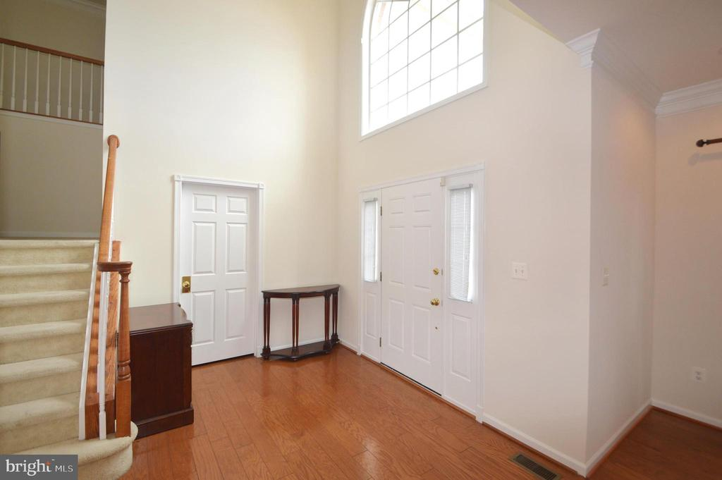 2-Story Foyer - 25989 DONOVAN DR, CHANTILLY