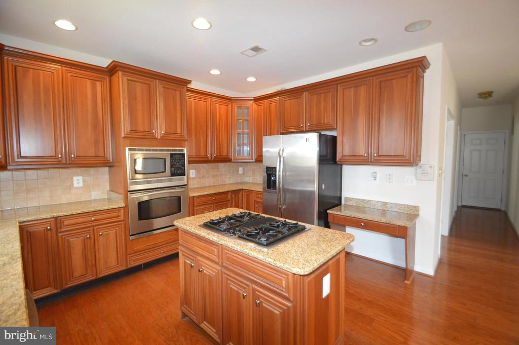 Center island cook top - 25989 DONOVAN DR, CHANTILLY