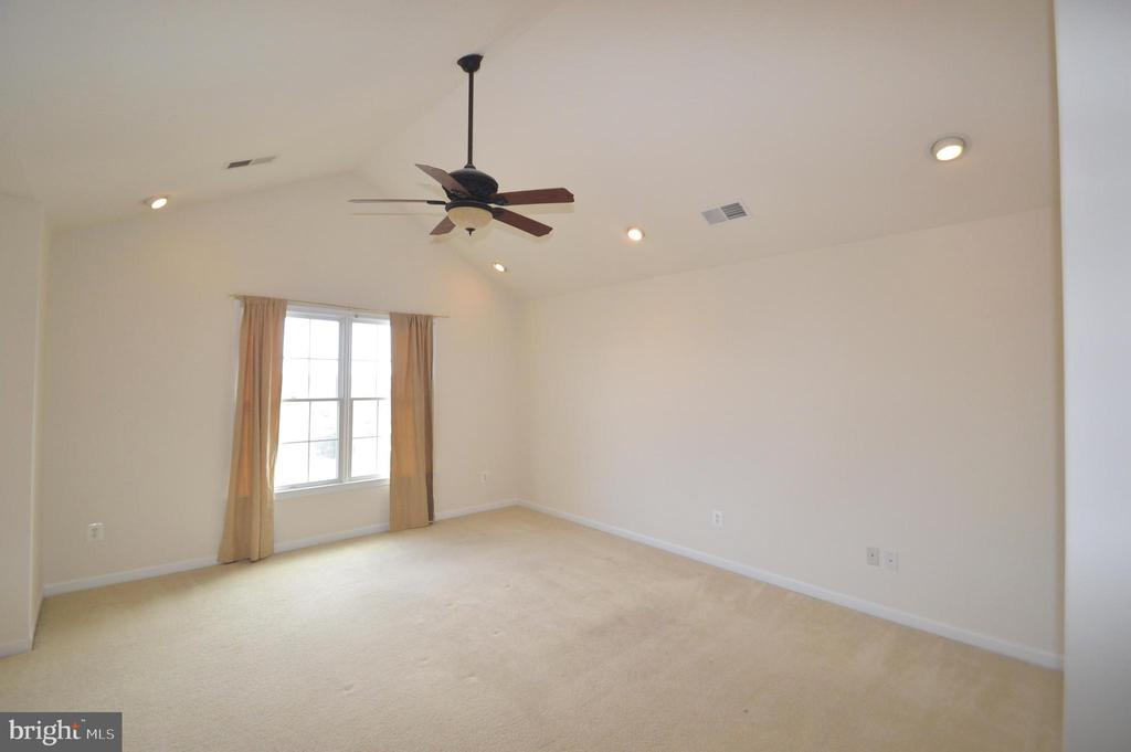 Owner's Bedroom - 25989 DONOVAN DR, CHANTILLY