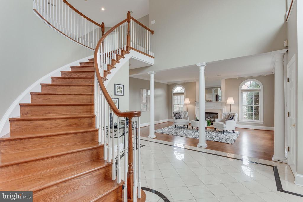 Curved Hardwood Staircase. - 2107 POLO POINTE DR, VIENNA
