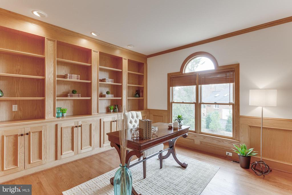 Handsome Study on Main Level. - 2107 POLO POINTE DR, VIENNA