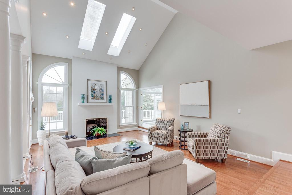 Vaulted Ceiling. - 2107 POLO POINTE DR, VIENNA