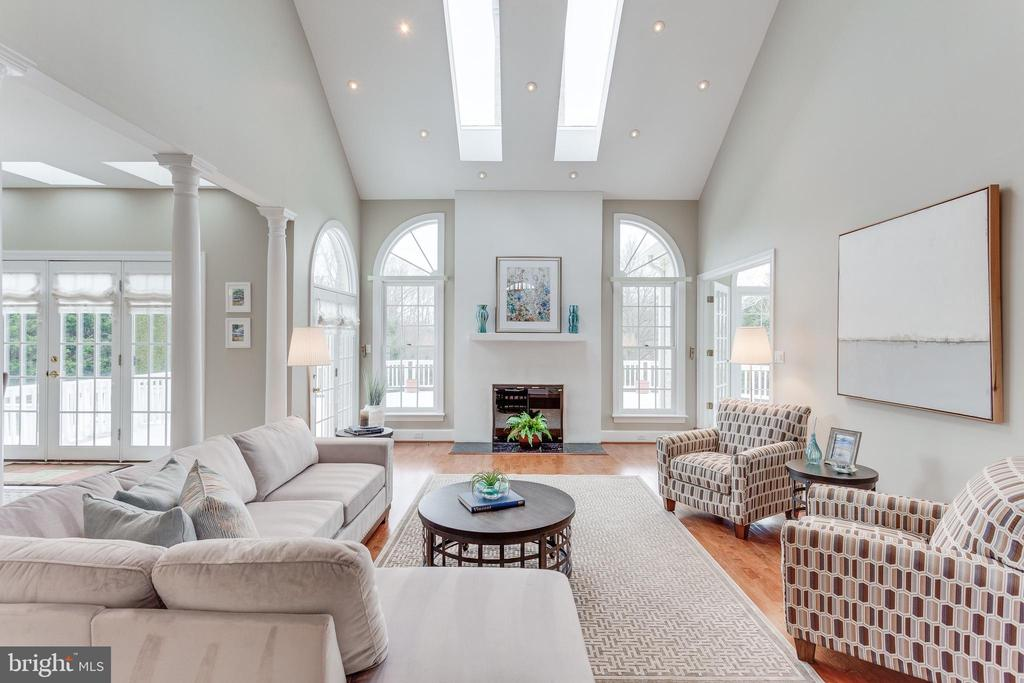 Plenty of Light in Family Room. - 2107 POLO POINTE DR, VIENNA