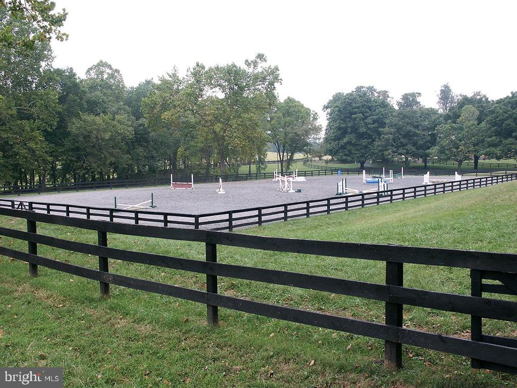 Riding Ring - 36987 MOUNTVILLE RD, MIDDLEBURG