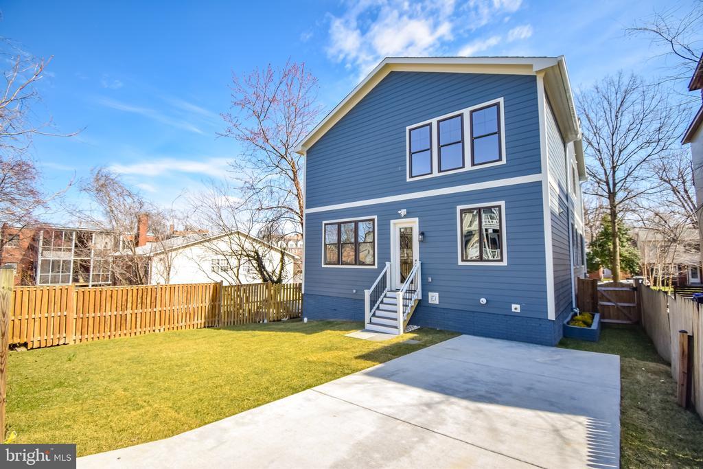 Large back yard with option for garage on lawn - 1812 N BARTON ST, ARLINGTON