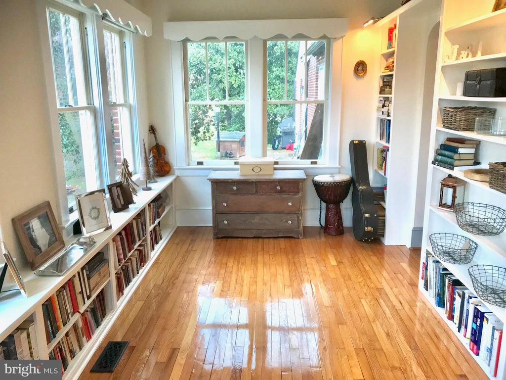Tons of Built Ins - 405 FORBES ST, FREDERICKSBURG