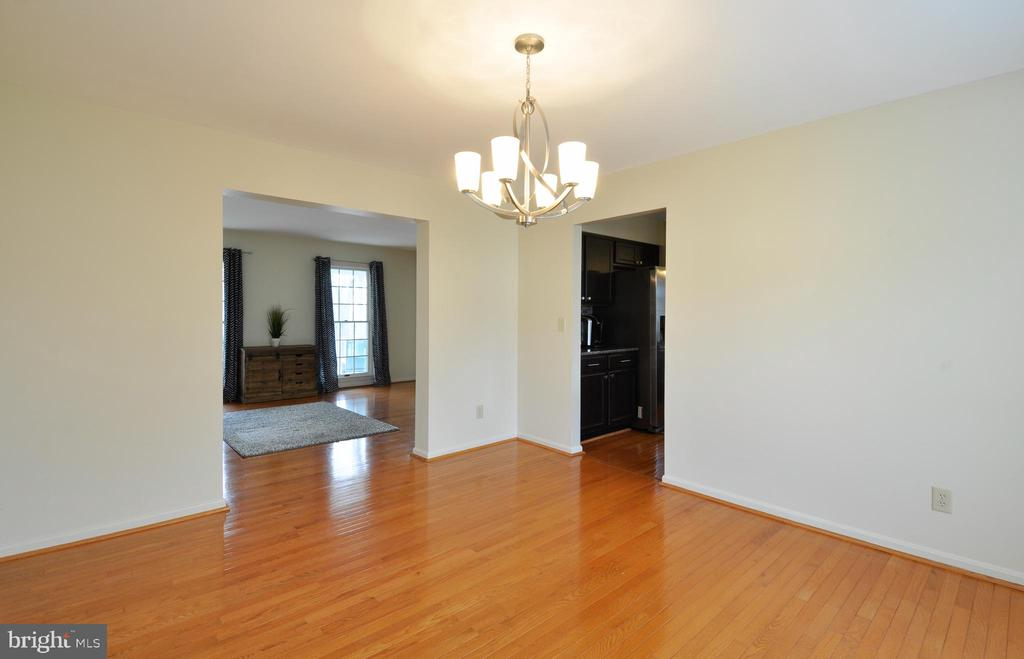 Formal Dining Room! - 9 BANKSTON CT, STAFFORD