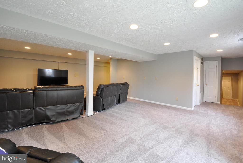 Basement Space with Walkout! - 9 BANKSTON CT, STAFFORD