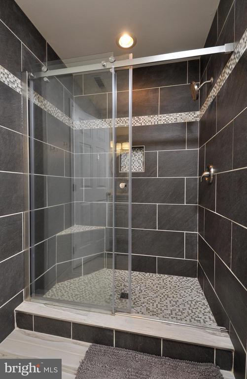 Updated Tiled Master Shower! - 9 BANKSTON CT, STAFFORD