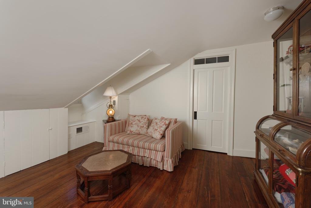 This bedroom features an ensuite bathroom - 317 S SAINT ASAPH ST, ALEXANDRIA