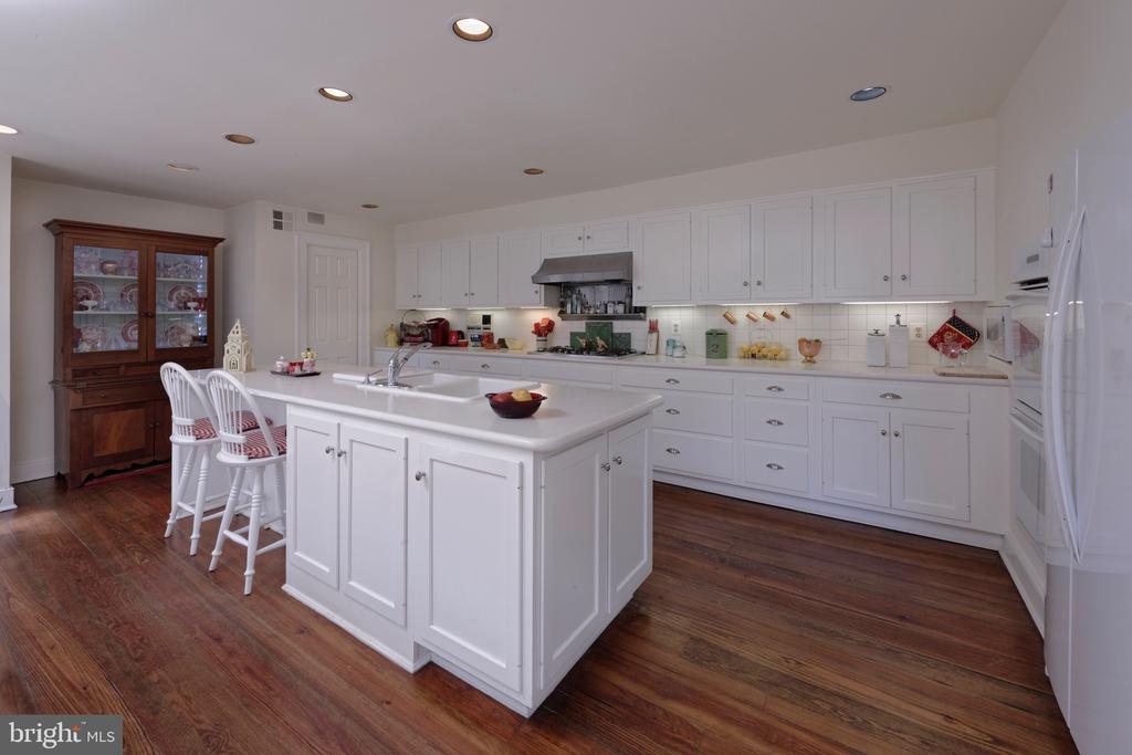 A generously-sized, sun-flooded kitchen w/island - 317 S SAINT ASAPH ST, ALEXANDRIA