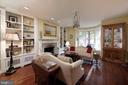 Gracious sunny living room with large bay window - 317 S SAINT ASAPH ST, ALEXANDRIA