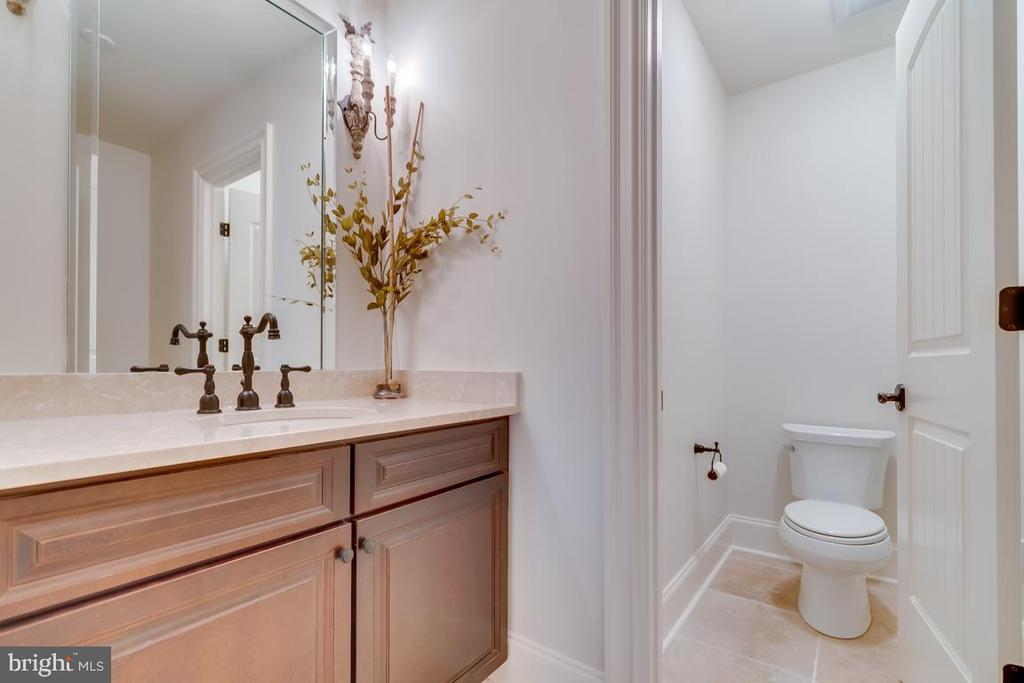 Lower Level Powder room - 22662 CREIGHTON FARMS DR, LEESBURG