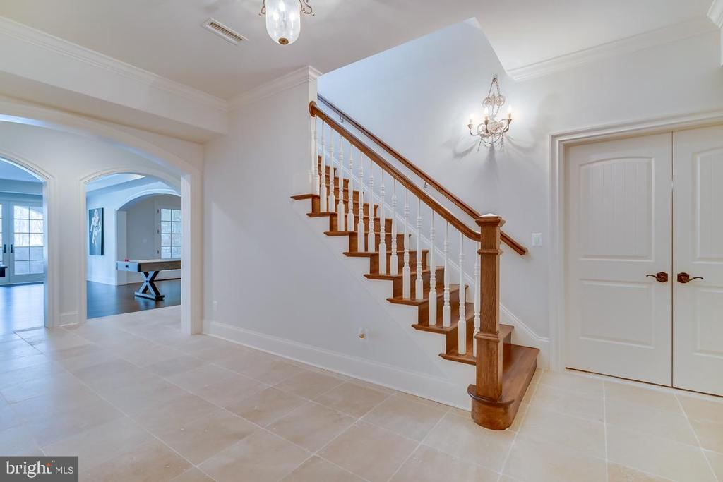 Basement Staircase view - 22662 CREIGHTON FARMS DR, LEESBURG