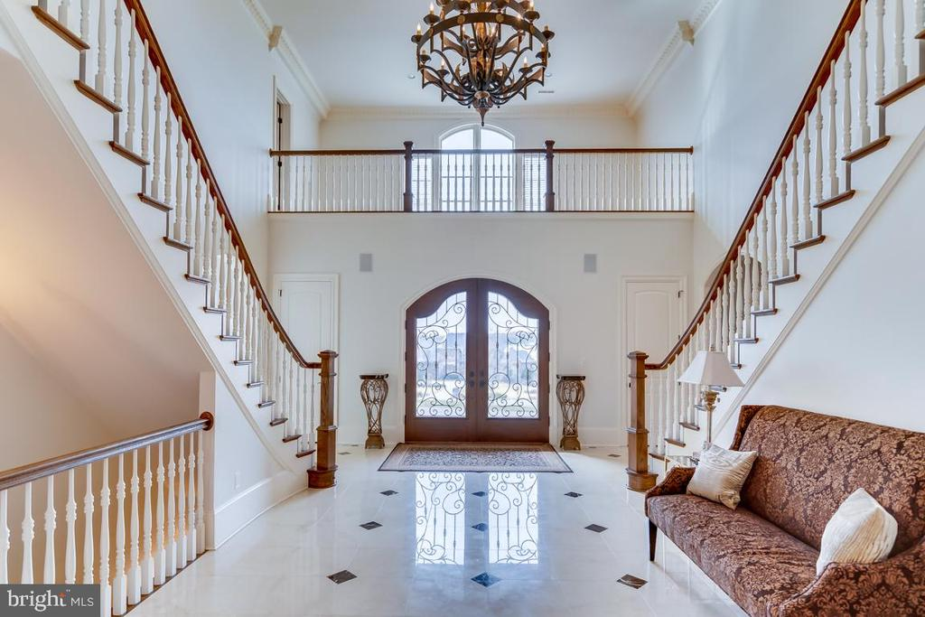 Two Story Foyer with Butterfly Stair Case - 22662 CREIGHTON FARMS DR, LEESBURG