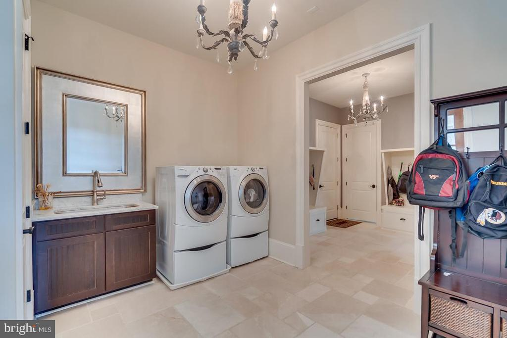 Second View of the Laundry Room - 22662 CREIGHTON FARMS DR, LEESBURG