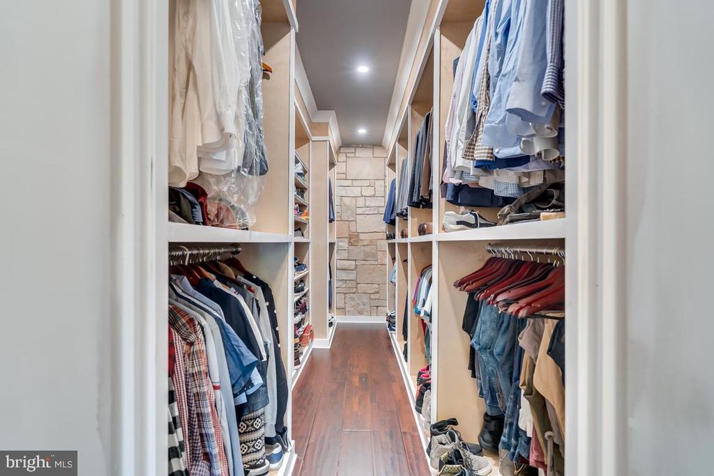 His Closet  with Custom Built Ins - 22662 CREIGHTON FARMS DR, LEESBURG