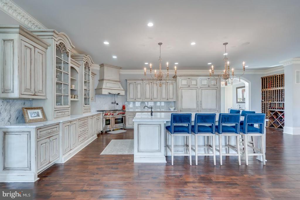 Custom Habersham Cabinetry - 22662 CREIGHTON FARMS DR, LEESBURG