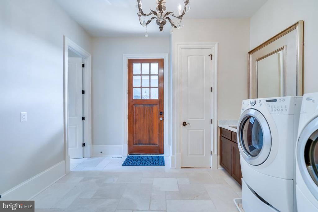 Main Level Laundry Room - 22662 CREIGHTON FARMS DR, LEESBURG