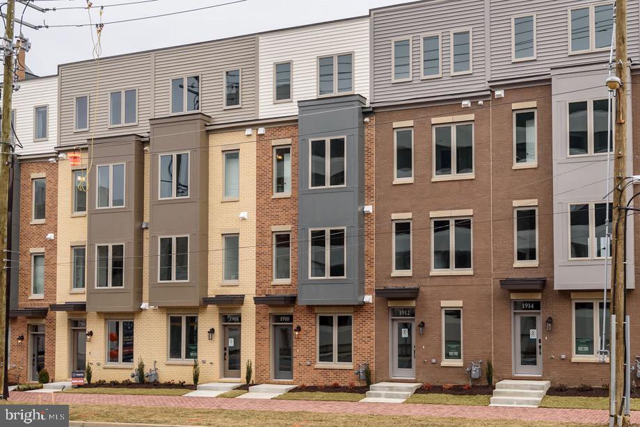 Property pour l Vente à Rockville, Maryland 20852 États-Unis