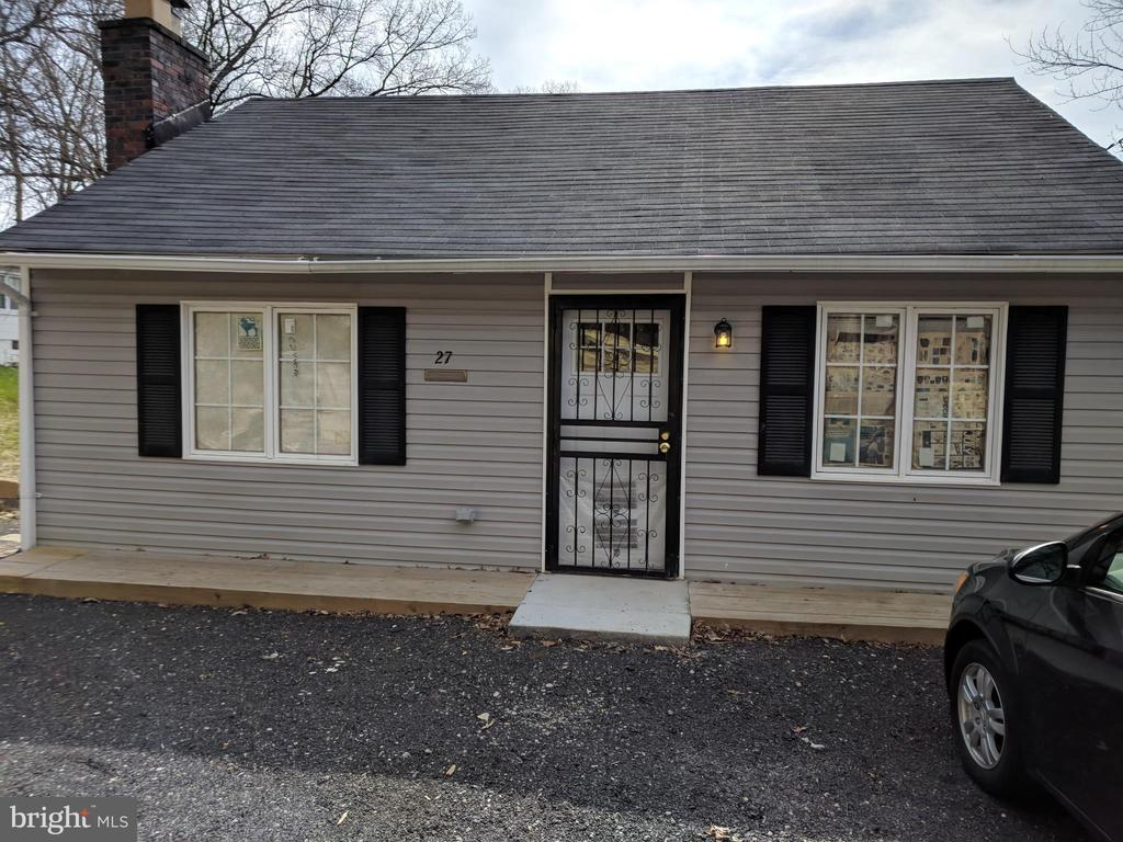 MLS MDPG504996 in CAPITOL HEIGHTS
