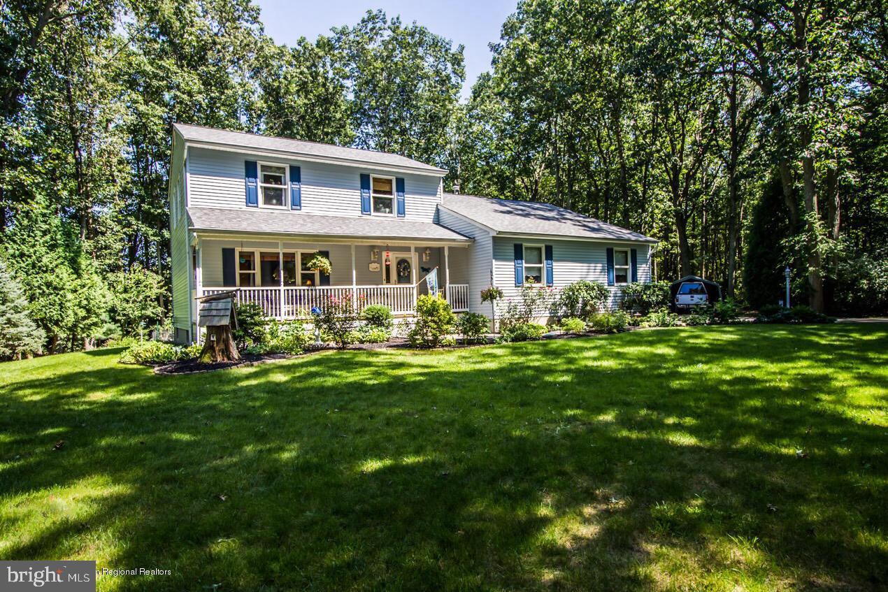 Maison unifamiliale pour l Vente à 10 HOLLY HILL Drive New Egypt, New Jersey 08533 États-Unis