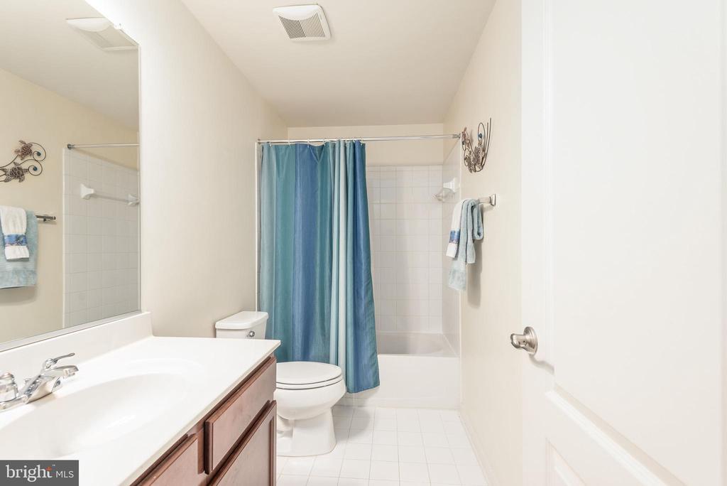 Full bathroom in basement - 181 MILL RACE RD, STAFFORD