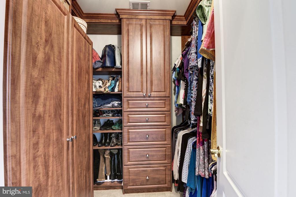 Second Walk-In Closet with Custom Organization - 43230 PARKERS RIDGE DR, LEESBURG