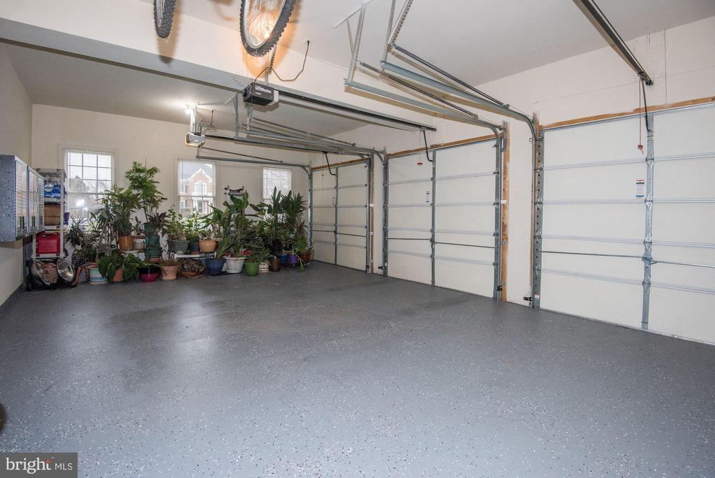Three-Car Garage - 43230 PARKERS RIDGE DR, LEESBURG