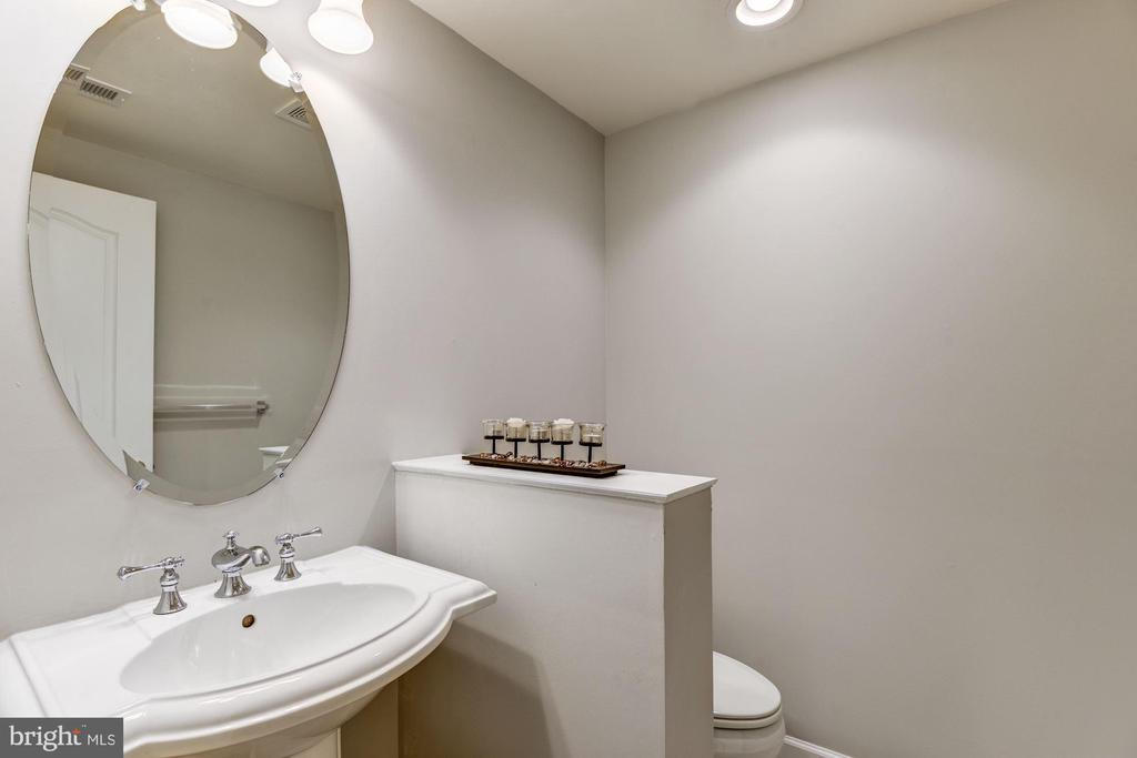 Lower Level Powder Room - 43230 PARKERS RIDGE DR, LEESBURG